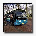 Boze buschauffeur rijdt haltes voorbij
