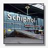 Honderden reizigers brengen nacht op Schiphol door