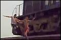 Jongens jagen machinist de stuipen op het lijf [+video]