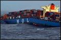 Eerste deel gebroken 'MOL Comfort' op sleeptouw naar Perzische Golf[+video]