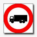 Vrachtwagens gaan bij Zandstraat gedwongen in de fout