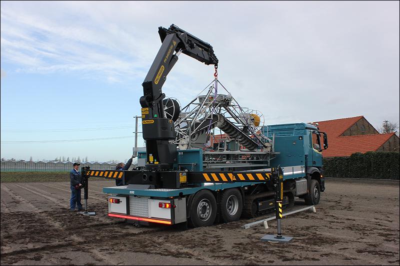 Transport online veelzijdige vrachtwagen kraancombinatie for Vrachtwagen kipper met kraan