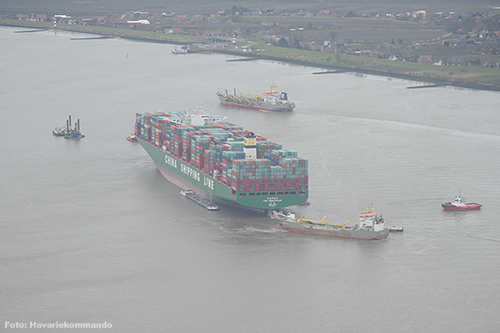 'CSCL Indian Ocean' nog altijd vast in de Elbe [+foto's]