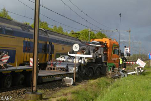 'Verbied zwaar transport op overwegen'