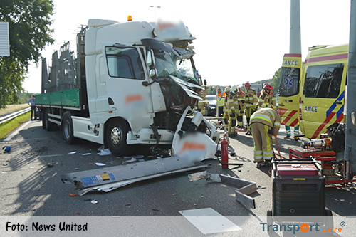 Vrachtwagenchauffeur bekneld na ongeval A1 [+foto]