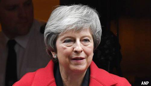 Britse premier Theresa May stelt stemming over brexitdeal uit