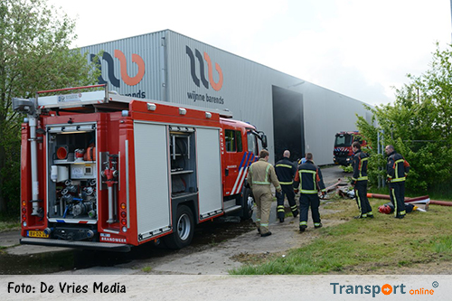 Brand in loods van Wijnne Barends in Farmsum [+foto]