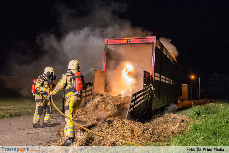 Trailer met stro in brand [+foto]