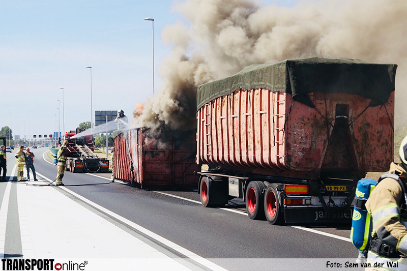 Afvalcontainer in brand op A12 [+foto]