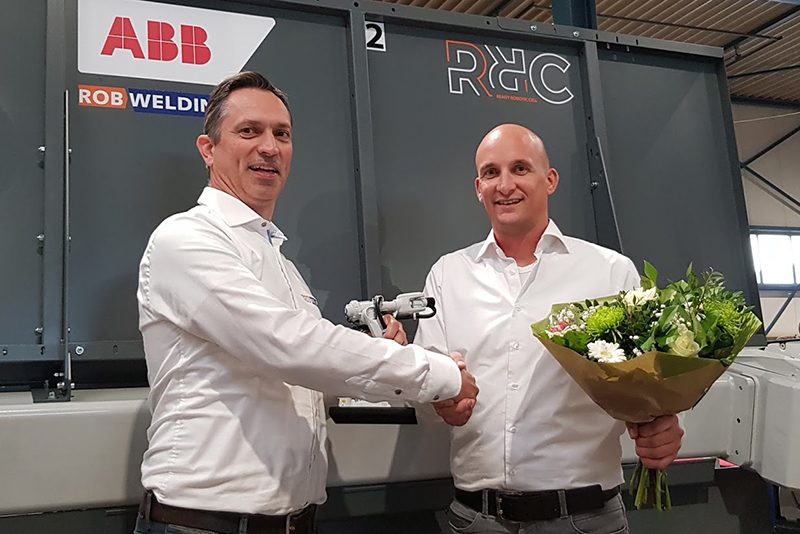 Robotleverancier ABB en RobWelding tekenen Partner Agreement