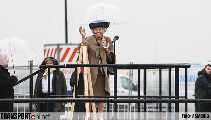Prinses Beatrix opent kolk in Beatrixsluis [UPDATE]