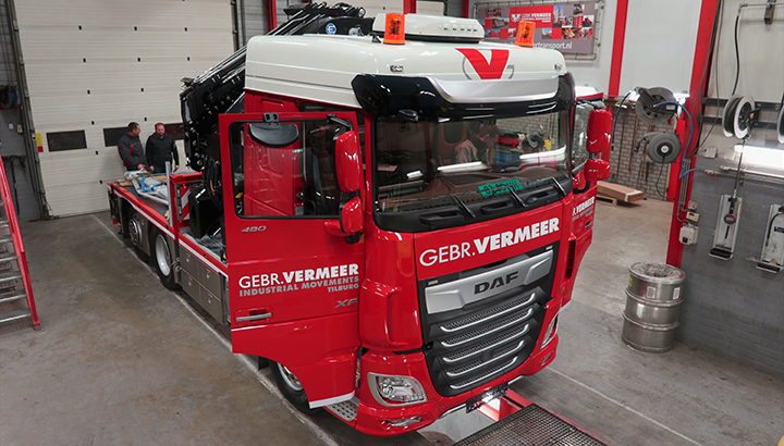 Gebr. Vermeer Industrial Movements investeert in multifunctionele DAF XF 480 FTN/Effer 685 truck