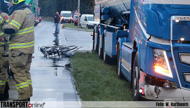 Transport Online Jonge Fietser Zwaargewond Na Aanrijding Met Vrachtwagen Op N310 Foto S